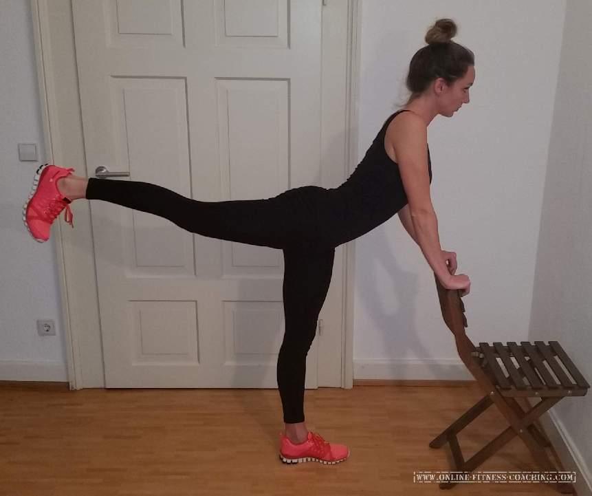 Po Übungen Zuhause Beinheben stehend 2