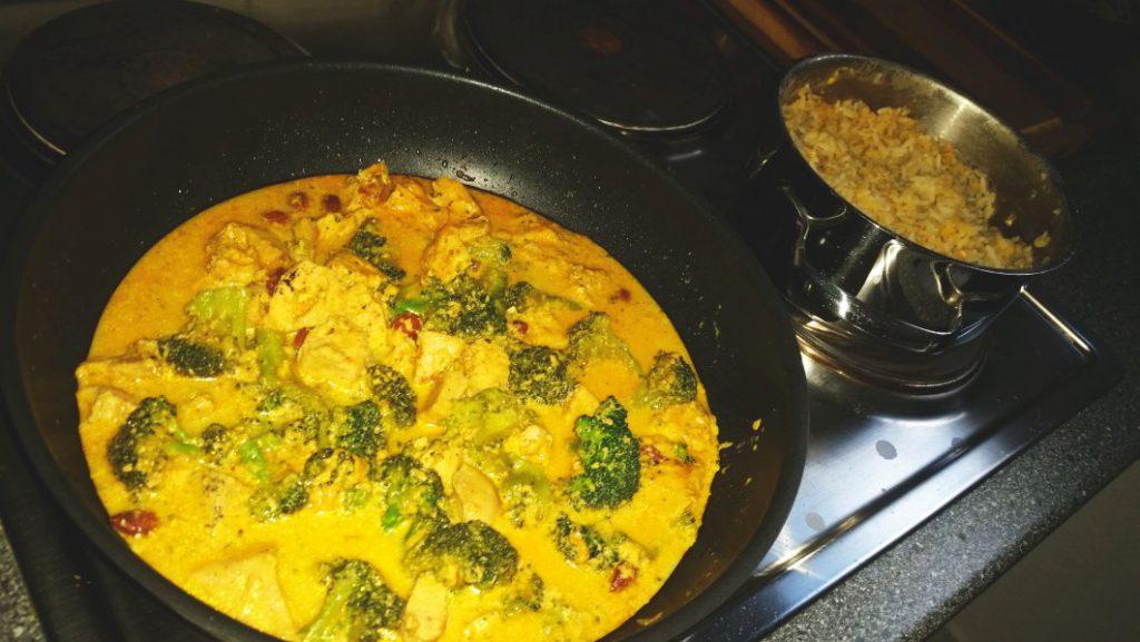 Fitness food curry h hnchen mit brokkoli reis und roten - Reis in der mikrowelle kochen ...