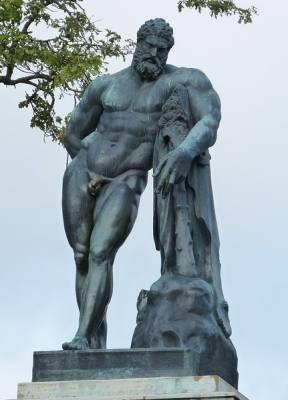 Griechische Bodybuilder Statuen