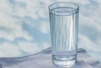 Kreatin Einnahme mit Wasser